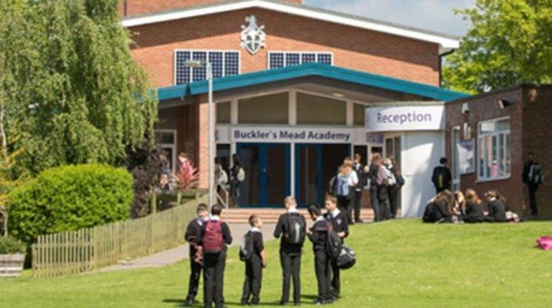Школа исключила учеников, протестующих против камер видеонаблюдения в школьных туалетах