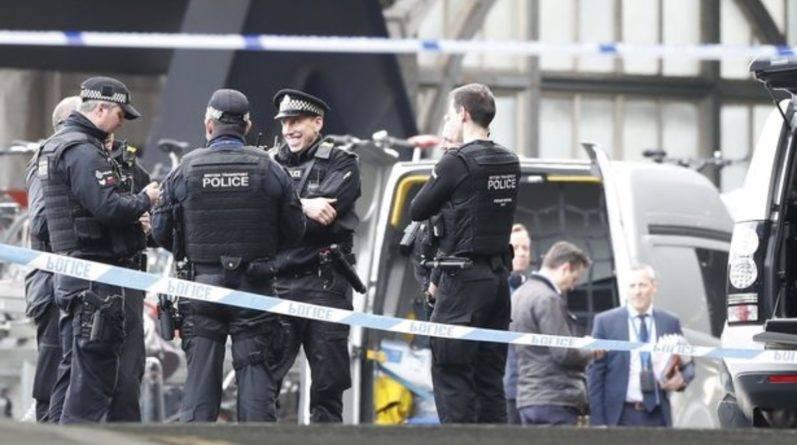 Три конверта с самодельными бомбами были обнаружены в лондонских аэропортах и на станции Ватерлоо