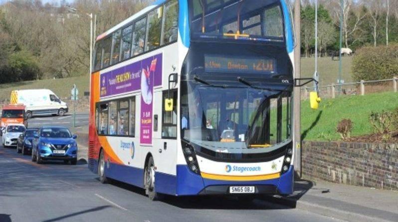 Полиция вынуждена сопровождать автобусы в Большом Манчестере из-за подростков, терроризирующих пассажиров