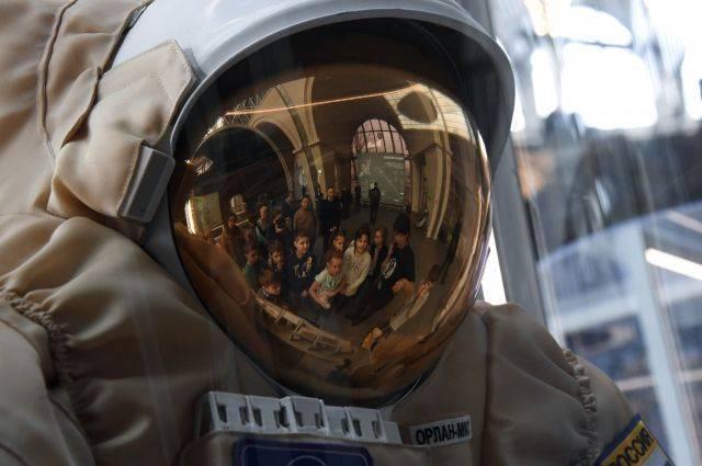В РФ хотят создать скафандр для высадки на Луну