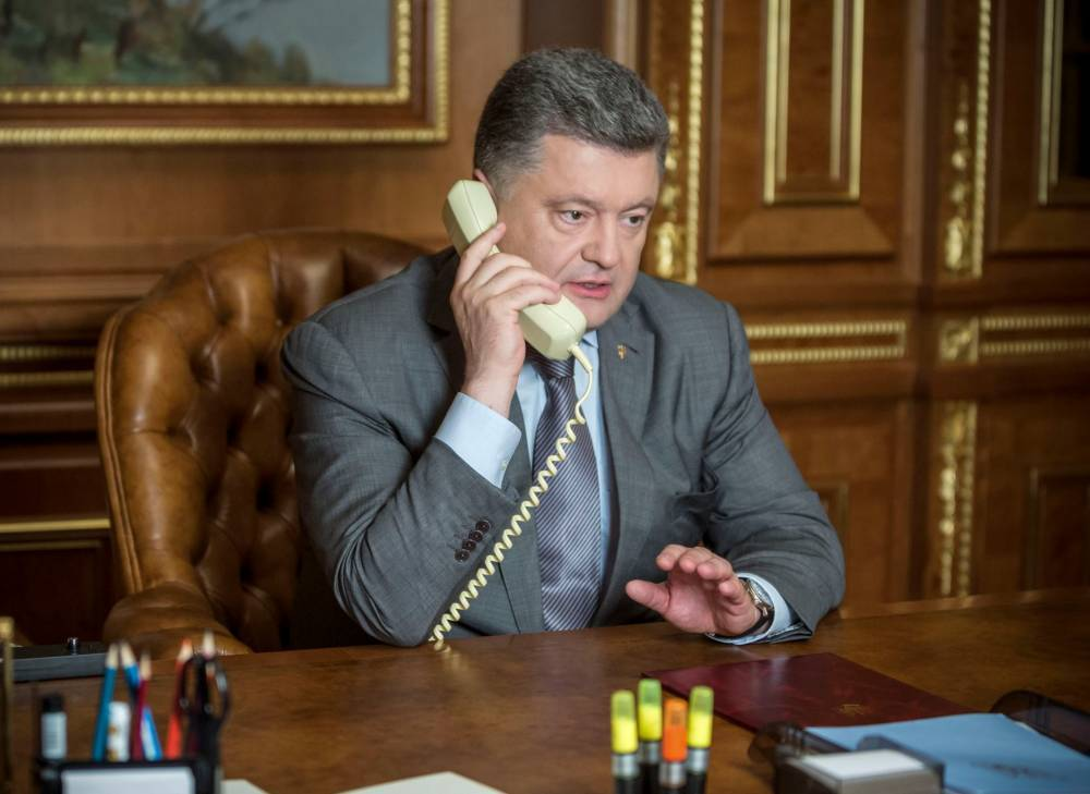 Стал известен личный мобильный номер Порошенко