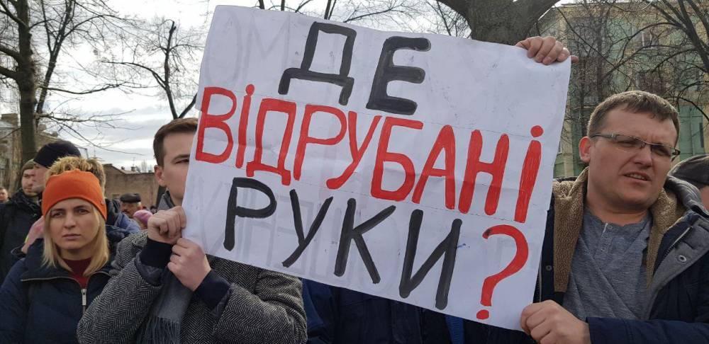 При Порошенко никто из казнокрадов не сел за гнилую броню для армии – журналист