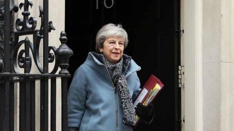 Тереза Мэй отменила пасхальные каникулы для участников переговоров Brexit