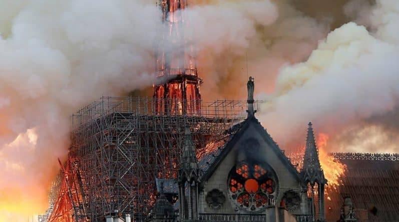 Пожар Нотр-Дам: Эмманюэль Макрон обещает восстановить собор в течение пяти лет