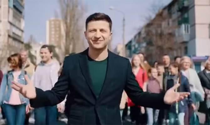Зеленский начал раздавать бесплатные билеты на свои дебаты с Порошенко