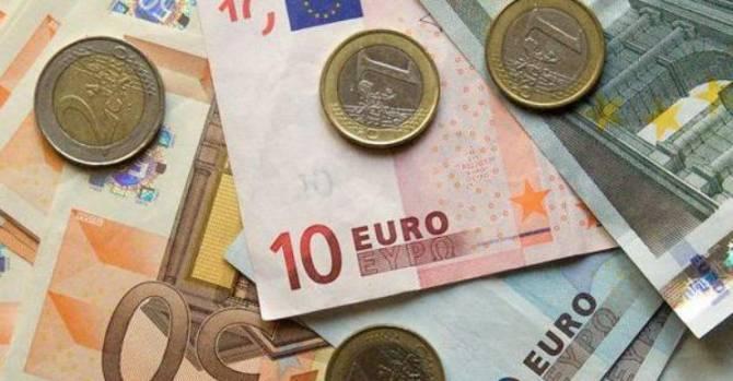 Евро продолжает стремительно дешеветь на белорусской бирже