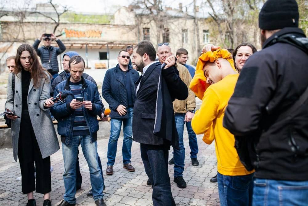 Прилетел бумеранг: вдохновителя Евромайдана окатили ведром фекалий | Вести.UZ