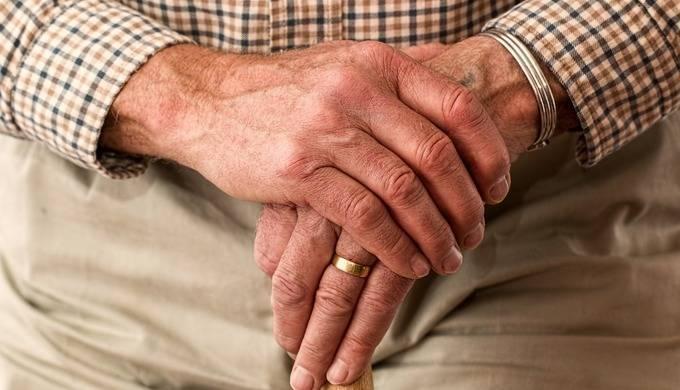 Учёные объяснили, почему люди стареют