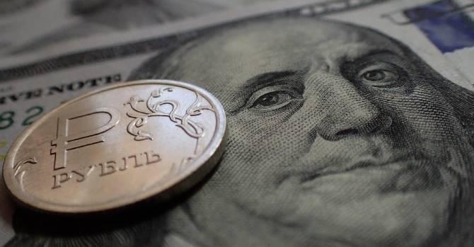 Курс доллара: аналитики рассказали, когда ждать обвала рубля