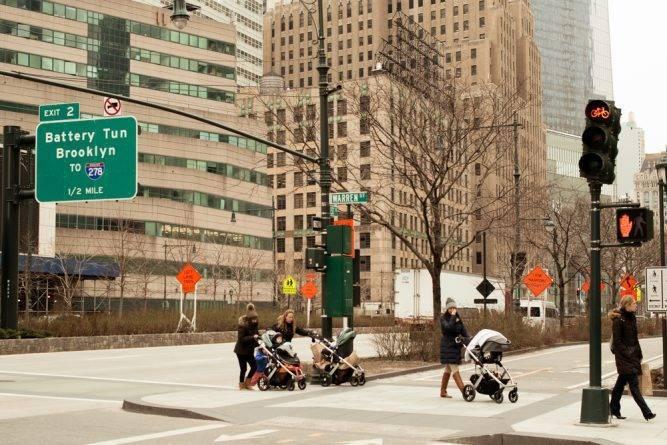 Нью-Йорк предлагает бесплатный уход за детьми для студентов муниципальных колледжей