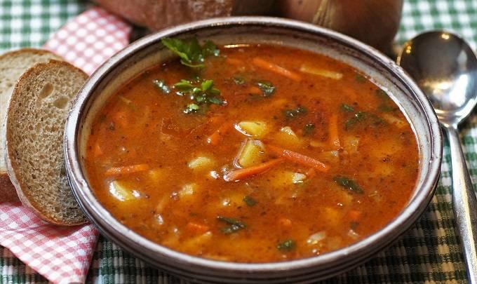 Эксперты рассказали о самых полезных и вредных супах