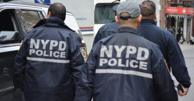Ошибка молодого офицера NYPD привела к гибели его лучшего друга и увольнению из полиции
