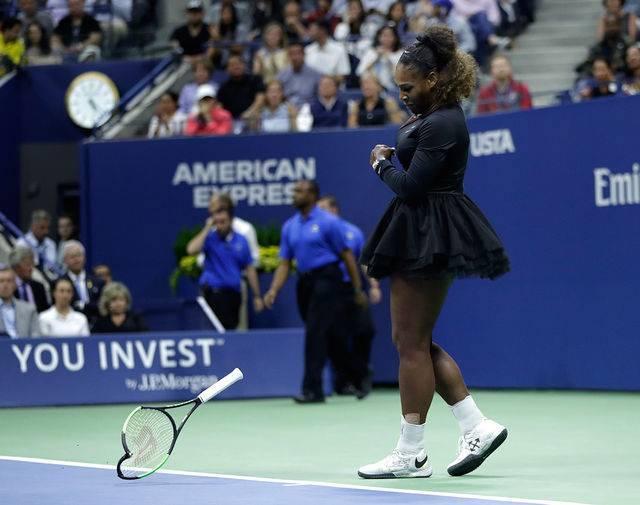 Уильямс снялась с соревнований перед матчем с сестрой