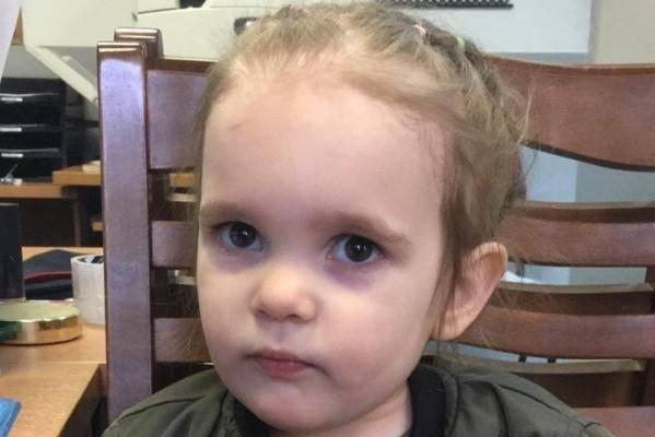 Двухлетнюю девочку оставили в детской поликлинике в Москве