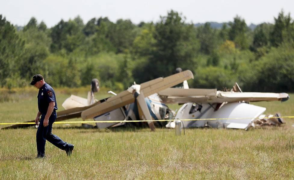 Винтовой самолет разбился в аэропорту Дубая