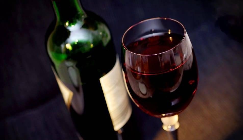 Посетителю ресторана в Манчестере по ошибке подали вино за 4,5 тыс. фунтов