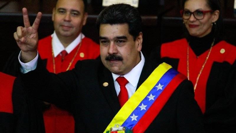 Венесуэльские военные заявили, что встретят американцев с оружием в руках: фото и иллюстрации