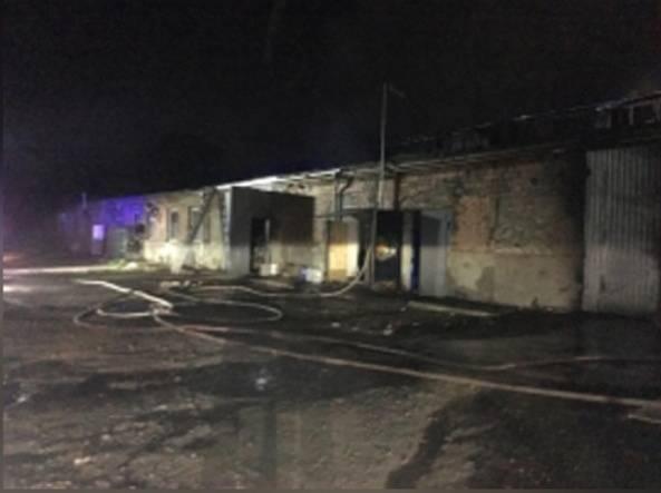 В Таганроге произошёл пожар в здании бывшего хлебозавода