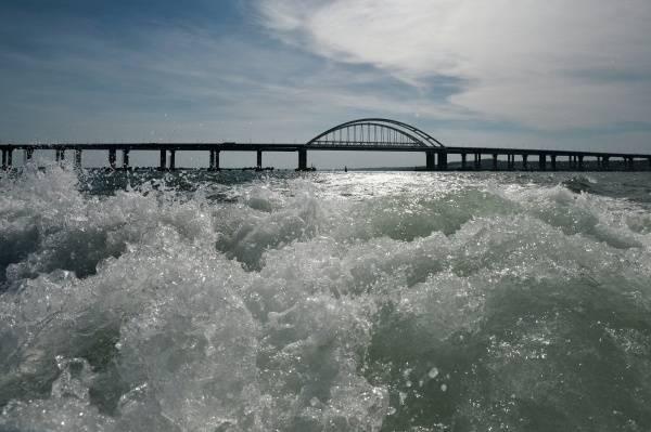 Минтранс РФ пообещал досрочно открыть железнодорожную часть Крымского моста