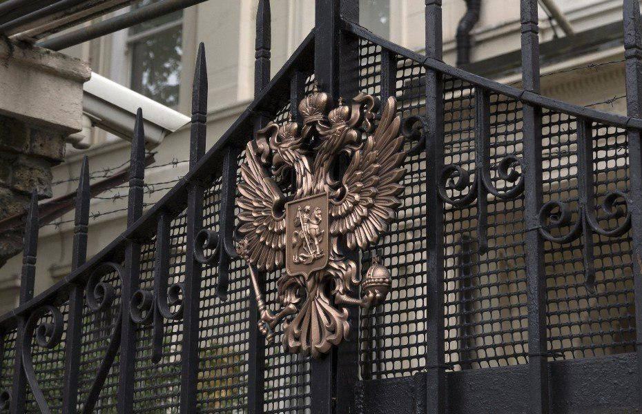 В посольстве РФ опровергли информацию о проблемах с выдачей виз британцам