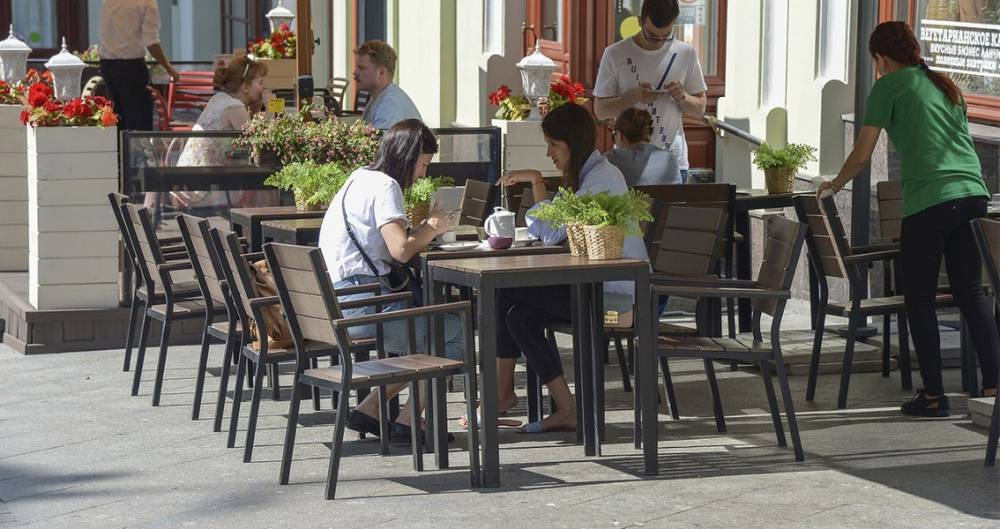Почти три тысячи летних веранд откроют в Москве