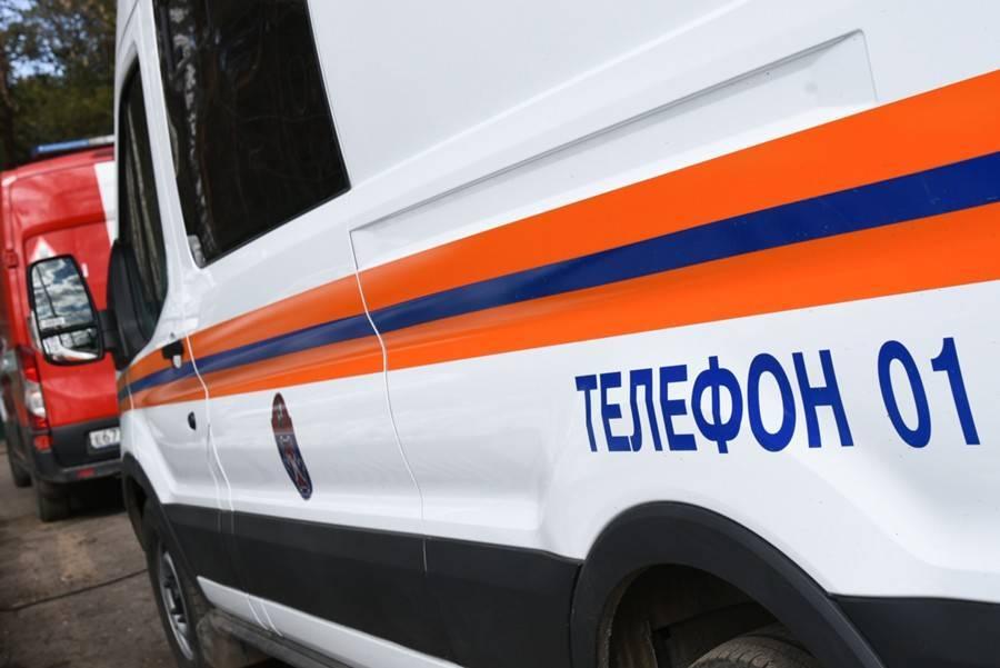Спасатели вытащили подростка из ямы на западе Москвы