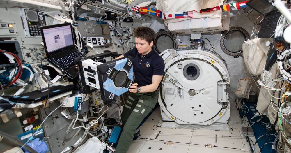 <p>NASA протестировало робота-помощника Astrobee наМКС</p>