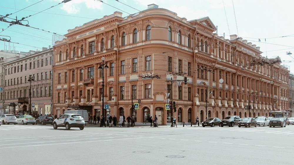 """В Петербурге отреставрировали фасад гостиницы, где было кафе """"Сайгон"""""""