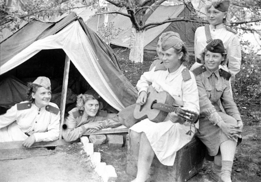 Почему советские женщины на войне так боялись погибнуть в мужских трусах | Русская семерка