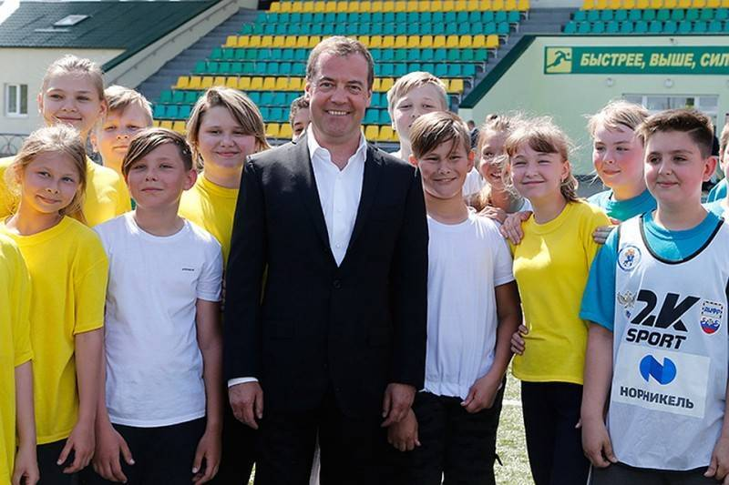 «Все выглядит прилично и современно»: Медведев совершил рейд по Воронежской области