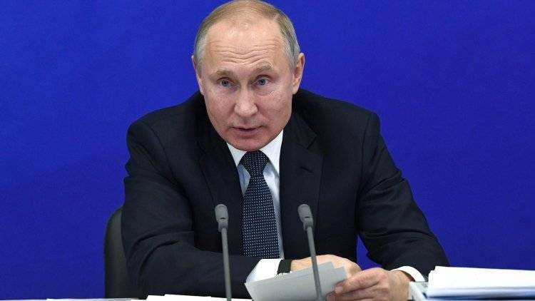 Путин обсудил ситуацию на Украине с Меркель и Макроном