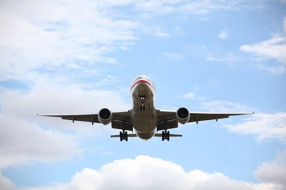 Лайнер авиакомпании «КрасАвиа» вернулся в аэропорт Нового Уренгоя из-за неполадок