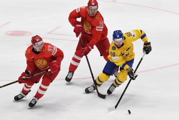 Хоккеисты сборной России разгромили шведов и заняли первое место в группе на ЧМ