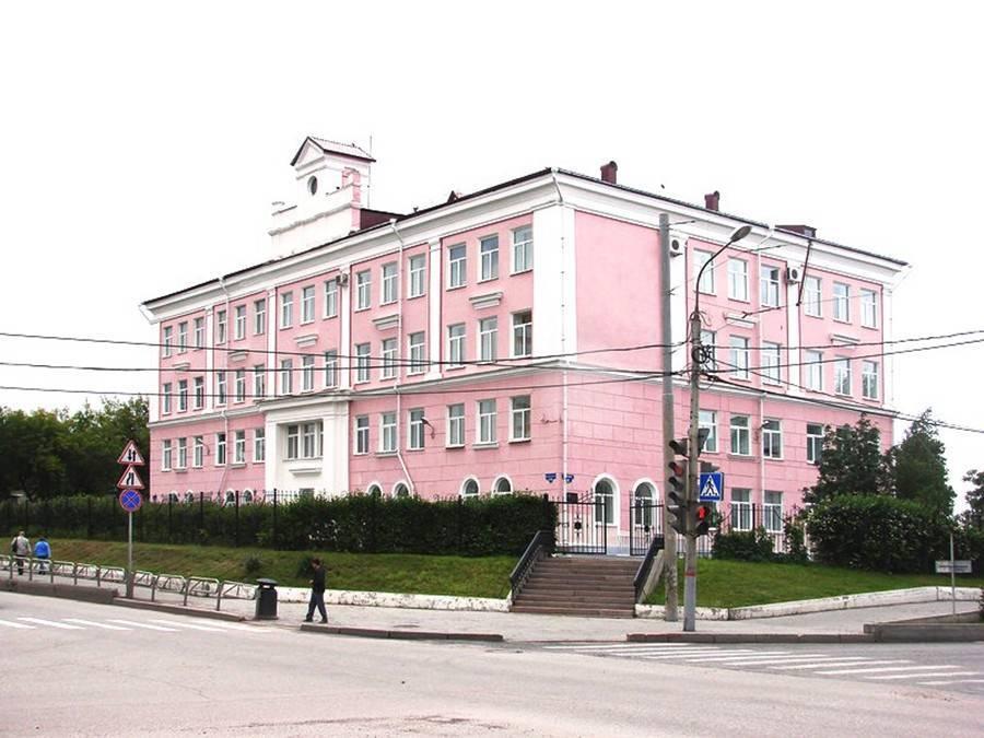 Прокуратура в Перми начала проверку гимназии с завышенными проходными баллами для девочек