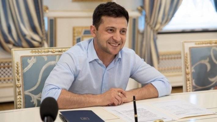 Зеленскому вручили детскую книгу «Политика для начинающих»