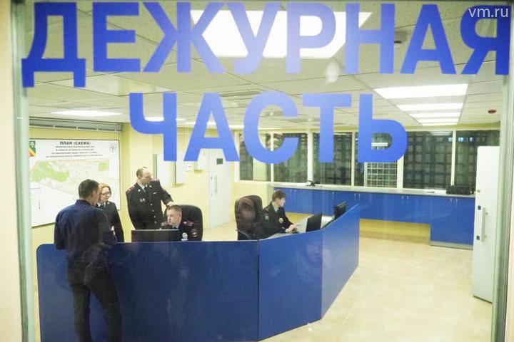 Водитель сократил дорогу и застрял на путях возле станции МЖД Стройка