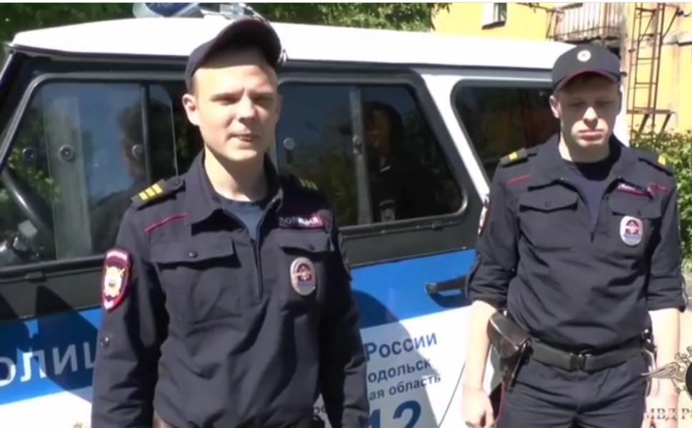 Полицейские спасли семью из горящей квартиры в Подольске: фото и иллюстрации