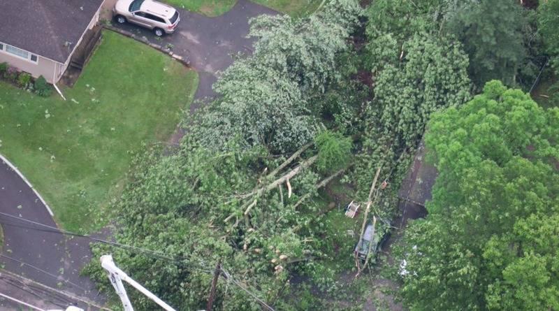 Торнадо добрался и до Нью-Джерси: повреждено здание школы, вырваны с корнем деревья