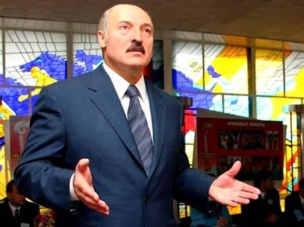 Сегодня носит «Адидас», а завтра Родину продаст? Белорусам запретят заграничный шопинг: фото и иллюстрации