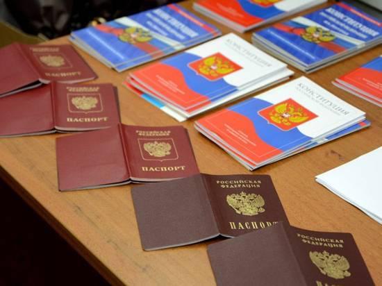 Саботаж и фарс: эксперты прокомментировали выдачу российских паспортов жителям Донбасса: фото и иллюстрации