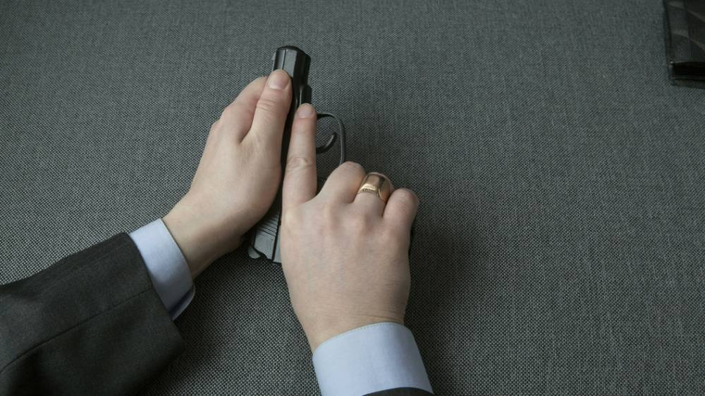 """""""Кто не с нами, тот…"""": Блогерша из Осетии устроила в Чечне шоу со стрельбой из табельного: фото и иллюстрации"""