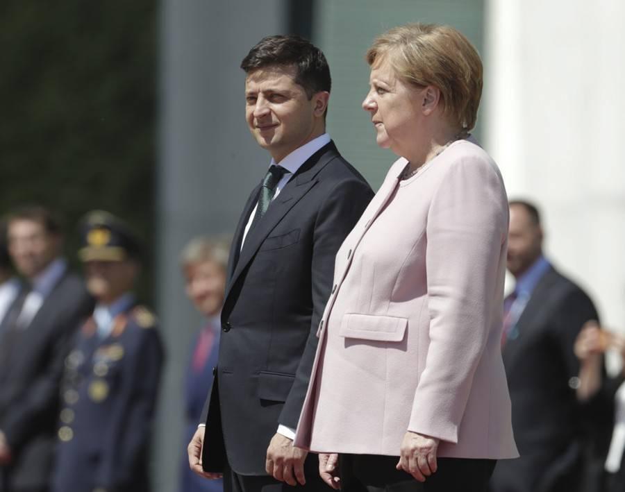 Меркель стало плохо во время встречи с Зеленским: фото и иллюстрации