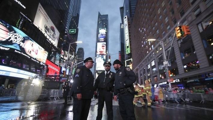 Американские канатоходцы выполнили трюк над Таймс-сквер: фото и иллюстрации