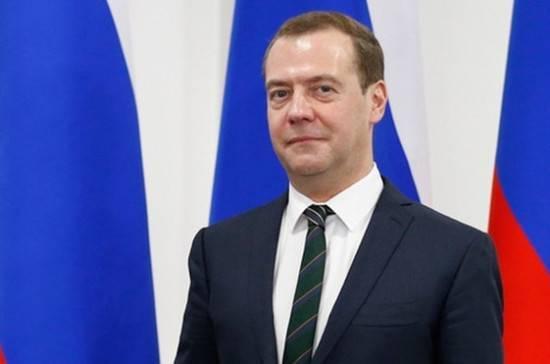 Медведев выступил за восстановление межпартийного диалога между Россией и Украиной: фото и иллюстрации