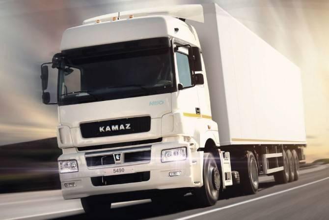Около 40% грузовиков в РФ имеют объем заливки моторного масла от 20 до 35 л: фото и иллюстрации