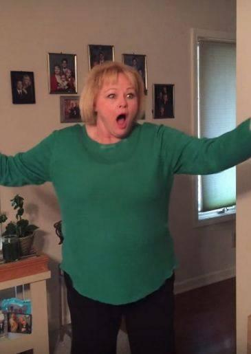 Смешная реакция мамы, которая поняла, с кем пришел домой её сын: фото и иллюстрации