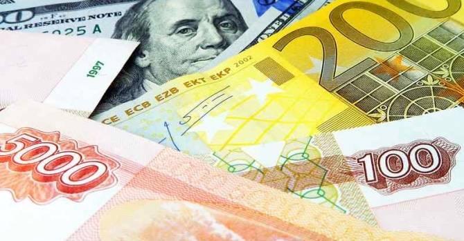 Торги 12 июля открылись для доллара и евро на минимуме за 11 и 12 месяцев соответственно: фото и иллюстрации