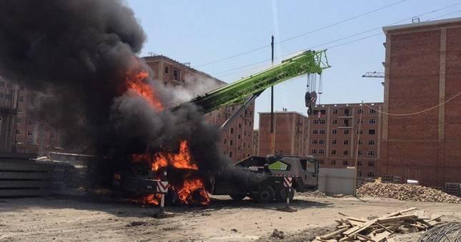 В Ташкенте водитель автокрана погиб от удара током, задев линии электропередач: фото и иллюстрации
