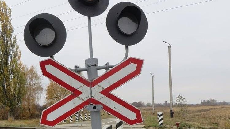 Легковушка столкнулась с поездом на переезде в Саратовской области: фото и иллюстрации