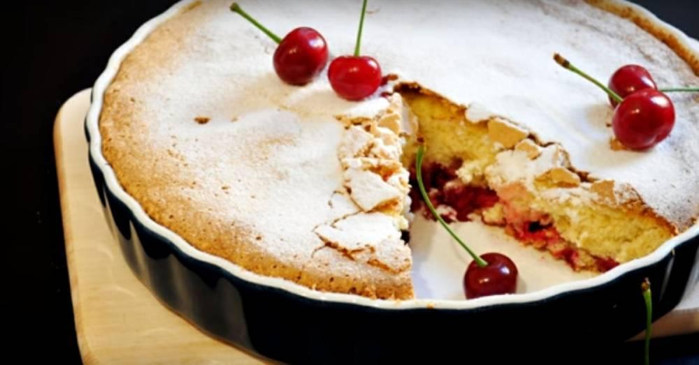 Оригинальная шарлотка с вишней, которая заменит любимый пирог: фото и иллюстрации